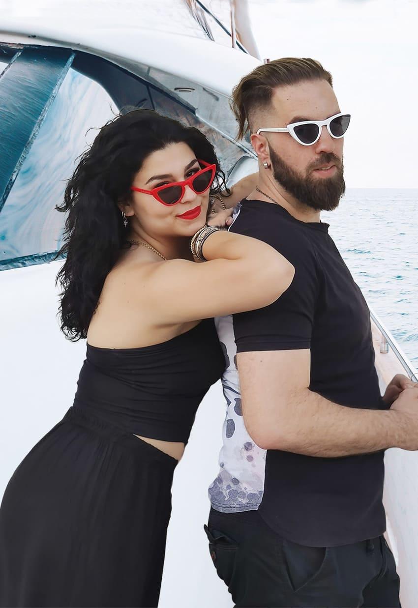 μοντέρνα γυαλιά ηλίου, cat eyes γυαλιά ηλίου, ζευγάρι γυναίκα άντρας με κόκκινα-άσπρα cateye black rose sunglasses