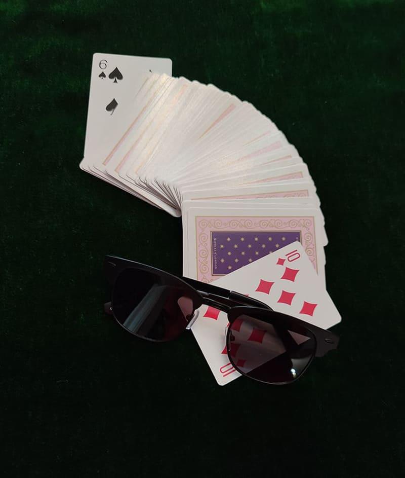 γυαλιά ηλίου κερδίζουν στα χαρτιά, τυχερά μαύρα γυαλιά ηλίου black rose πέφτουν στο 10 καρό και κερδίζουν στα χαρτιά