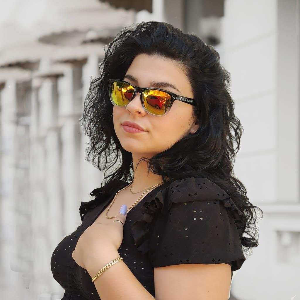 γυαλιά ηλίου καθρέφτης, γυαλιά ηλίου με καθρέφτη κίτρινο-πορτοκαλί, ωραία γυναίκα με γυαλιά ηλίου καθρέφτη, νέα κολεξιόν black rose sunglasses