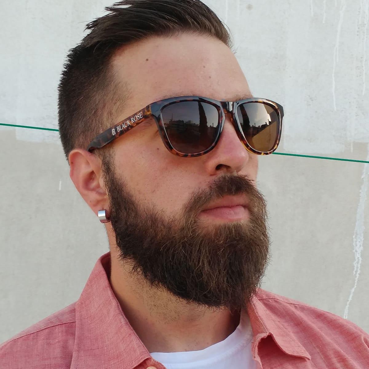 λεοπάρ γυαλιά ηλίου, leopard sunglasses, ωραίος άντρας με λεοπάρ-ταρταρούγα γυαλιά ηλίου unisex, gold spectrum-black rose